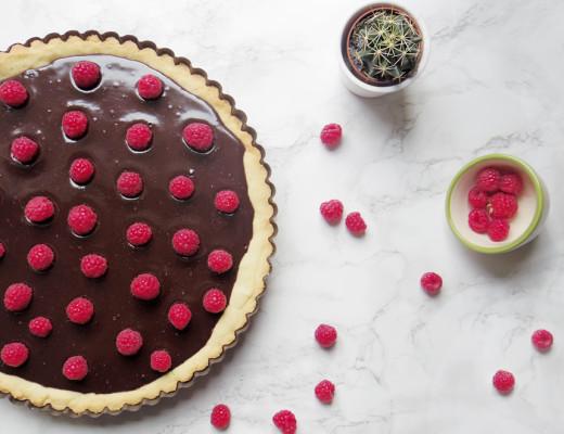 Torta al cioccolato morbido e lamponi