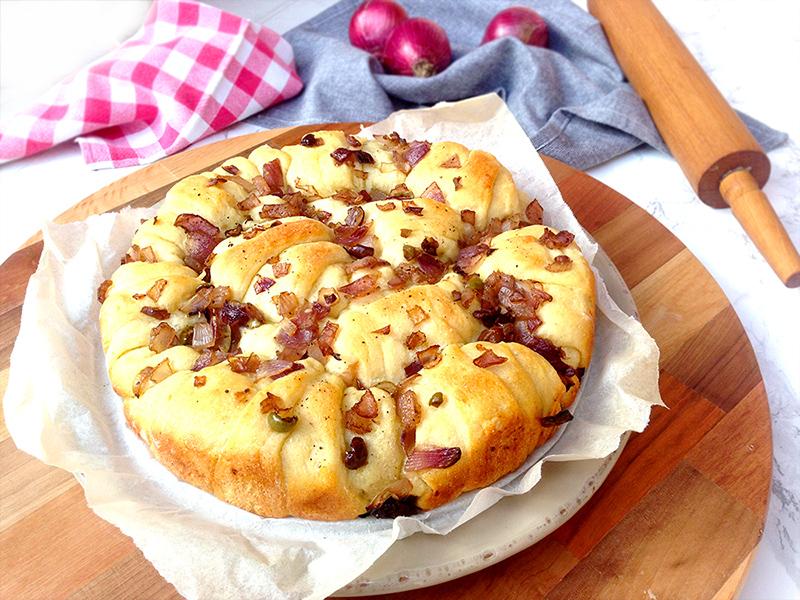 Torta-di-brioches-con-patate-e-cipolle01